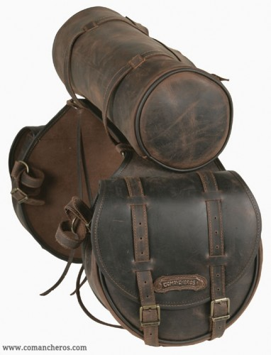 Mid-sized rear saddlebag with roll