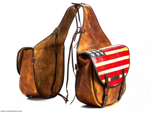 Exclusive rear saddlebags with the flag of 'Old America'