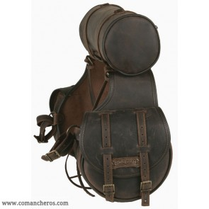 Rear saddlebag for western saddle with roll